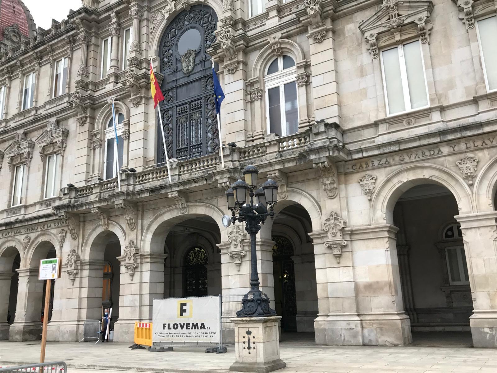 Acceso al Ayuntamiento de A Coruña